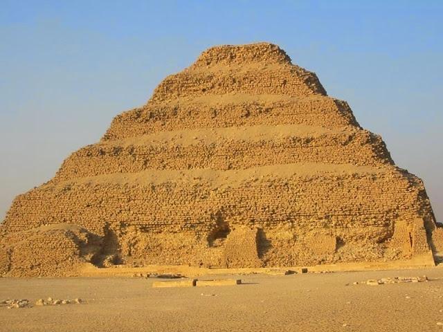 Resultado de imagen para pirámide escalonada de saqqara